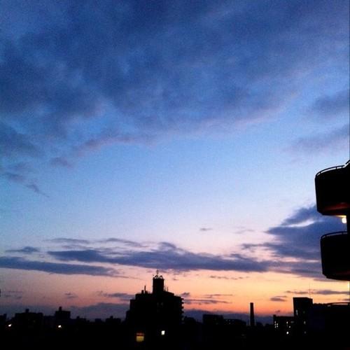 おはよ!夜明け前です。今日も笑顔で、がんばろ~!v( ̄Д ̄)v イエイ