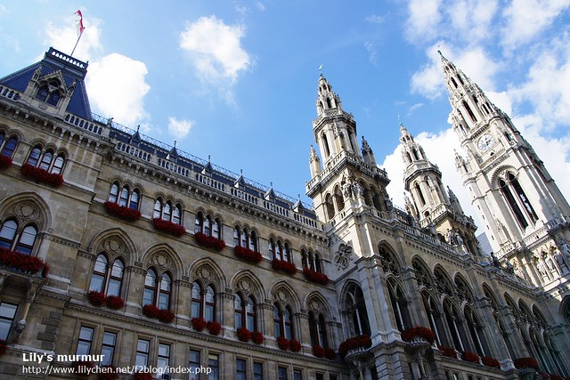 維也納市政廳,氣派又華麗。