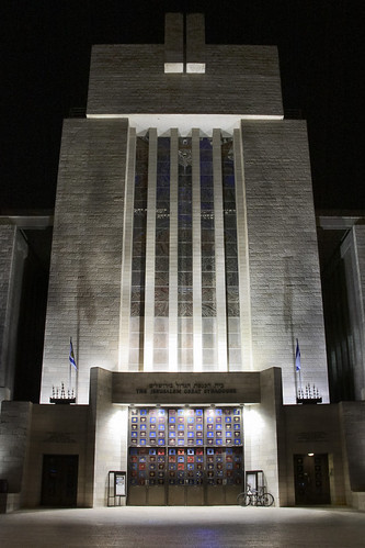 Jerusalem Great Synagogue at night