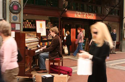 piano player at Bewley's cafe