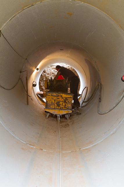 Interior de hinca de tubos de hormigón en Riera d'Horta - 19-04-11