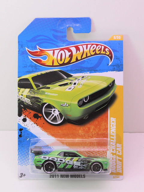 hot wheels dodge challenger drift car green (1)