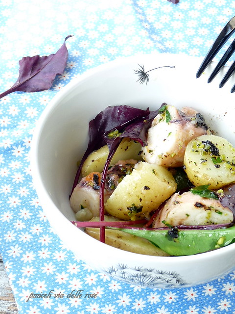 Patatine novelle ,polpo e insalatina tenera condite con pesto nero - Baby potatoes, octopus salad  with pesto black