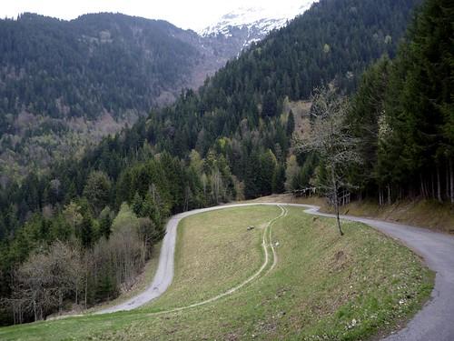 Descending Col des Cyclotouristes