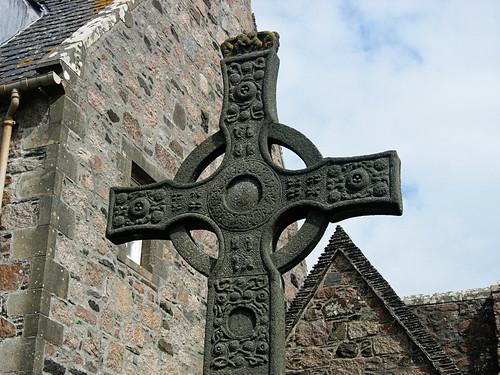 Iona-Abbey-cross