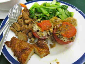 Stuffed tomatos, beef and chicken set meal