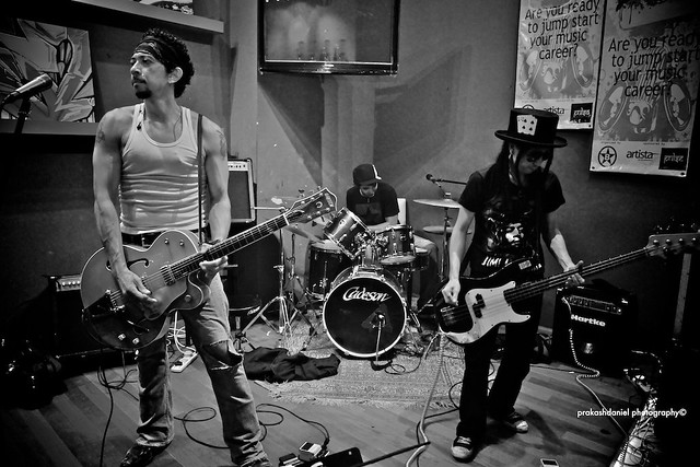 3 Live @ Artista