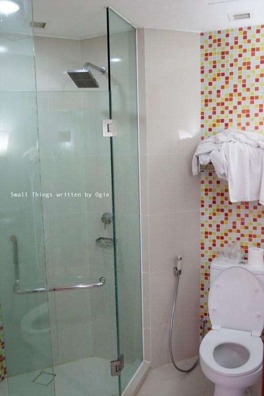 Bathroom 2 Hotel IBIS SIMPANG LIMA