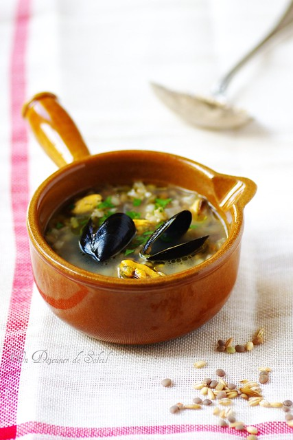 Lentils and cereals soup with mussels