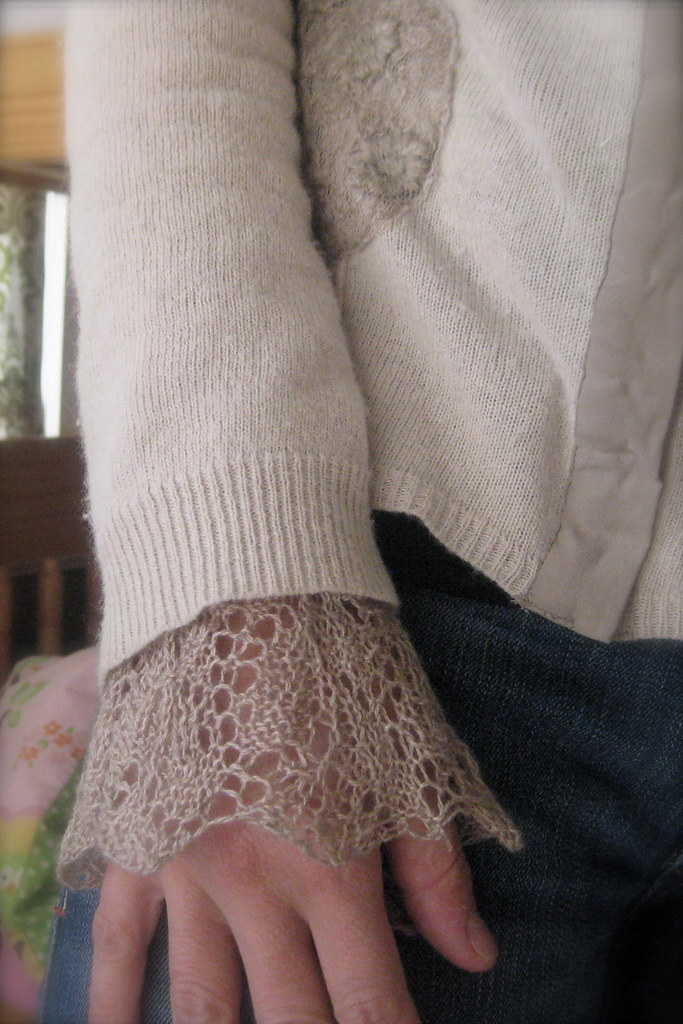 Elm-leaf Wrist warmers