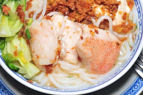 鱼片米粉 Fish Slices with Thick Vermicelli in Broth