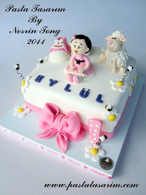 1ST BIRTHDAY CAKE - EYLUL ( BABY SHOES AND LITTLE LAMB)