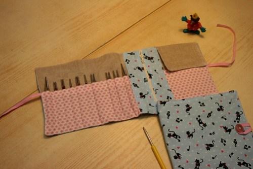 Set des aiguilles à tricoter ouvert