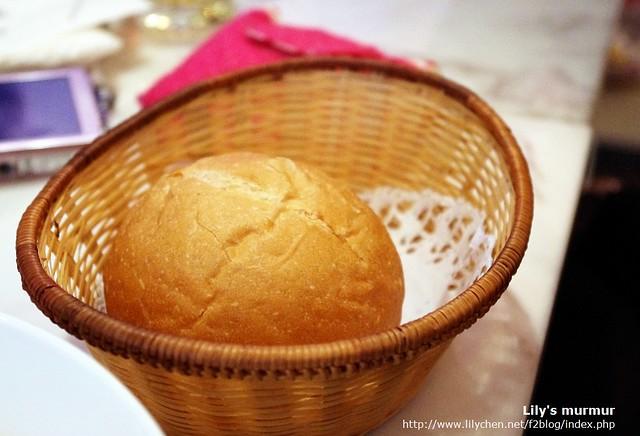 這是Anna套餐附的麵包,感覺不像隨便拿個餐包充數,似乎也很好吃。