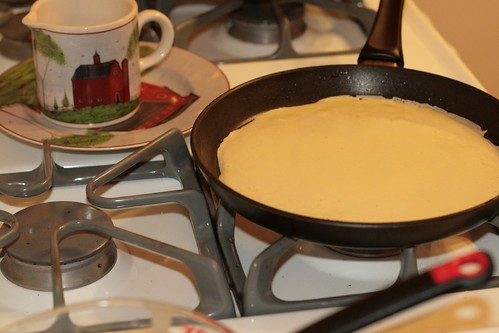6 :: Pour in a small ladle-ful of batter