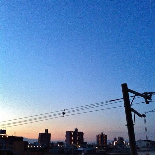 (^o^)ノ < おはよー! 今朝の大阪、快晴です。今日も笑顔でよろしくー! #Osaka #sky #morning