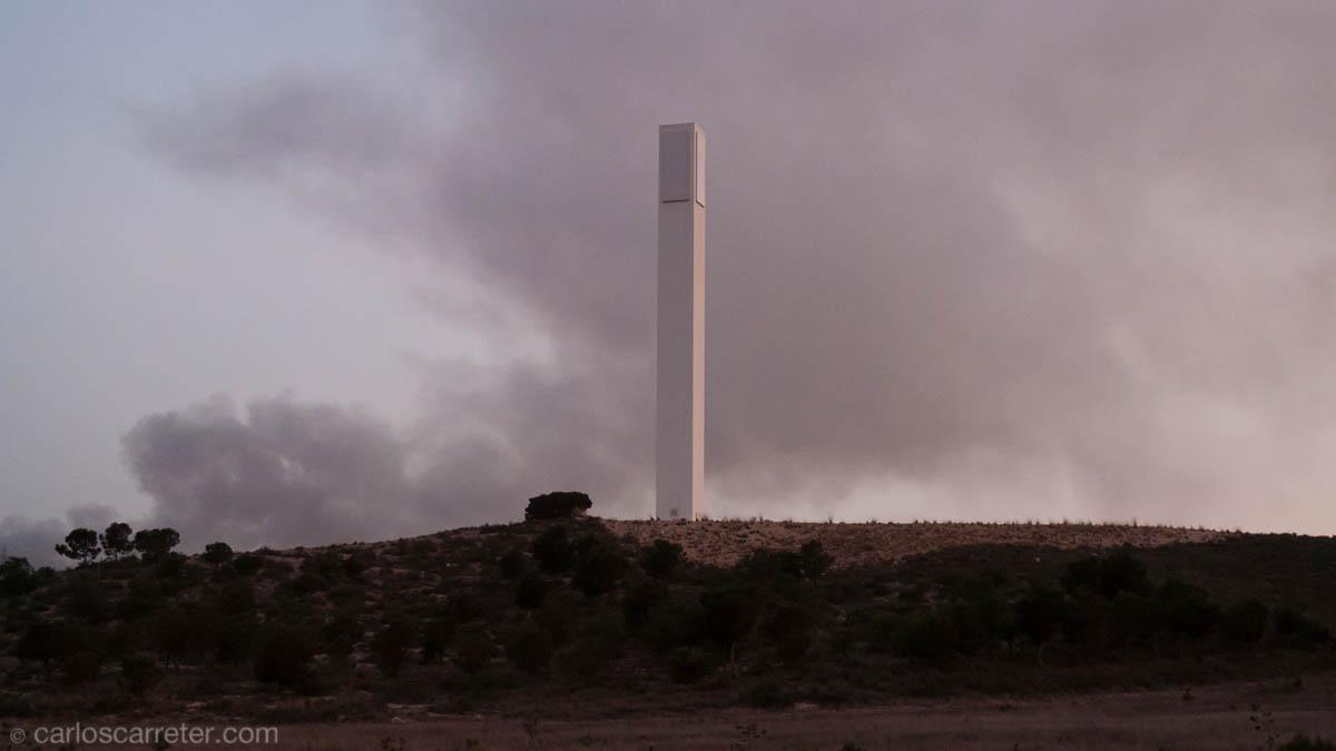 Torre luminaria e incendio
