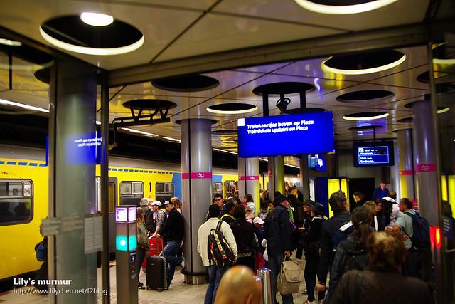 回到中央車站,一樣很多人。跟我一樣的背包客年輕人很多。