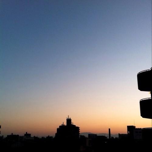 (^o^)ノ < おはよー! 今朝の大阪、快晴ですよ。(๑╹◡╹๑) #Osaka #morning #sky