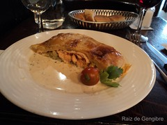 Salmão en croute - Café Latin
