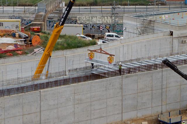 Colocación de vigas en el vial del AVE - 14-04-11