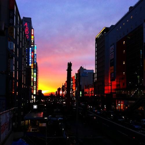 きょうの夕焼けです。 みなさん、お疲れ様でした。#Osaka #sunset