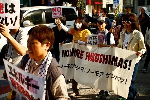 "Foto ""4.24 エネルギーシフトパレードin渋谷/Energy Shift Parade in Shibuya"" by SandoCap  - flickr"