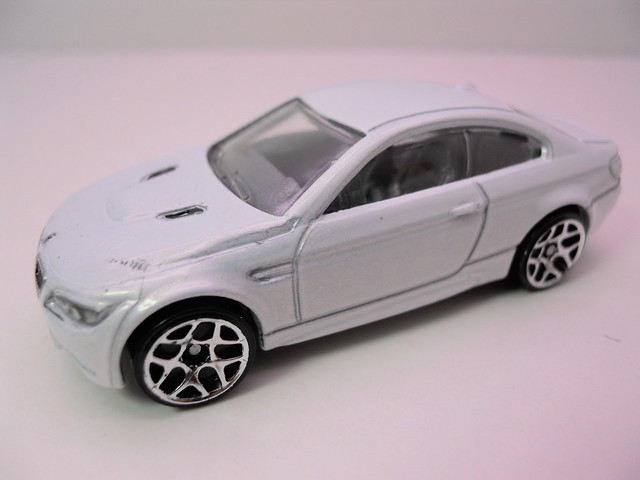 hot wheels '10 bmw m3 white (2)