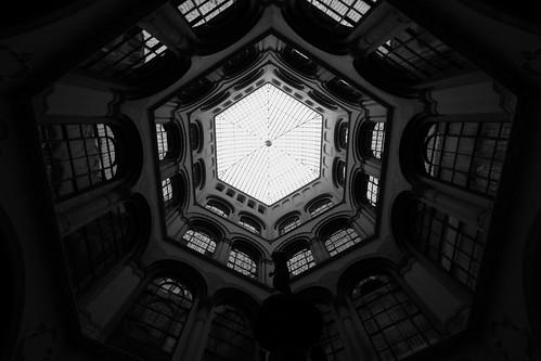 (In)vertigo