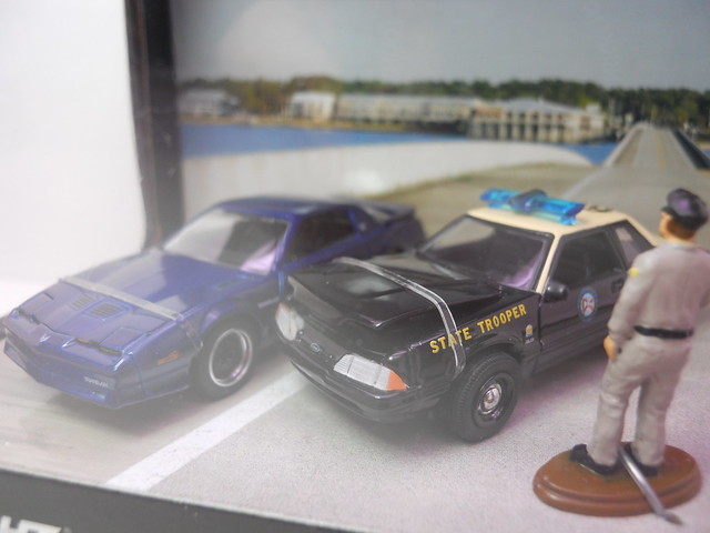 gl hot pursuit ford police diorama (2)