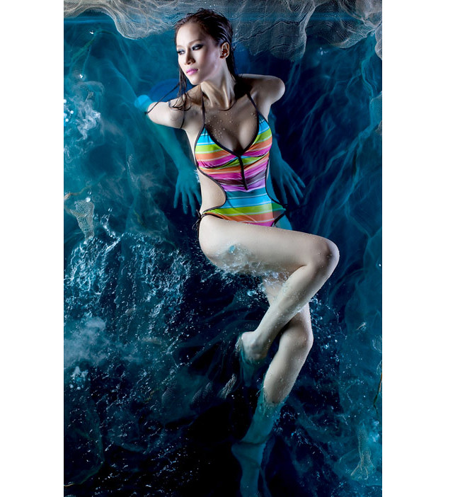 Thái Hà nóng bỏng với bikini mùa Xuân