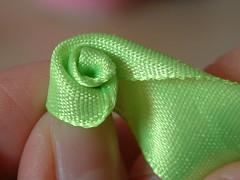 how to make ribbon roses-07