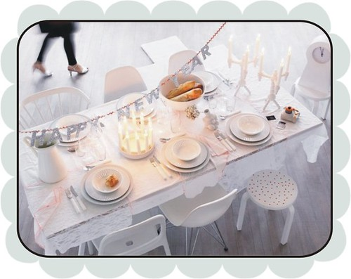 white NYE table