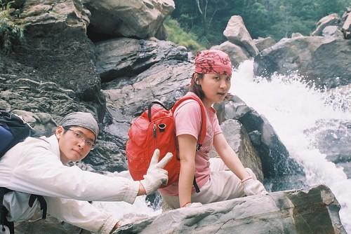 準備要涉水走過瀑布了7