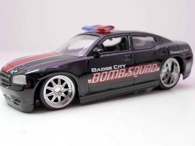 jada toys heat bomb squad 08 dodge charger srt8 (2)