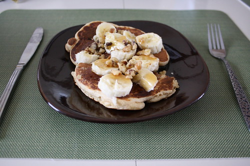 whole wheat pancakes with banana and walnuts