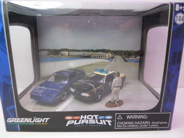 gl hot pursuit ford police diorama (1)