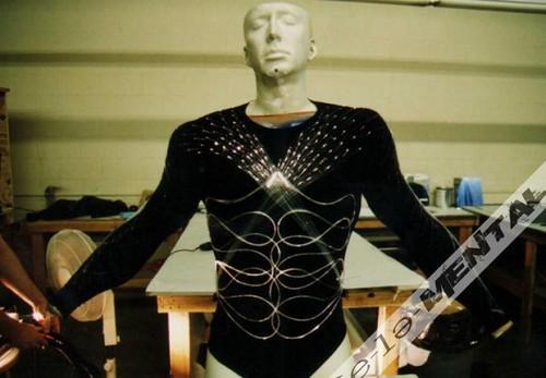 superman_lives_costume_sculpt_04-600x416