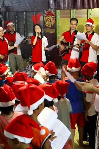IMG_8671 The folks at Rumah Tatom experienced Chirstmas caroling for the first time