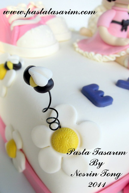 1ST BIRTHDAY CAKE - EYLUL( BABY SHOES AND LITTLE LAMB)