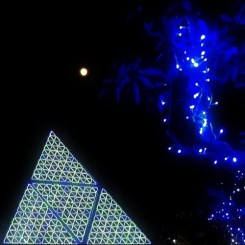月とピラミッド