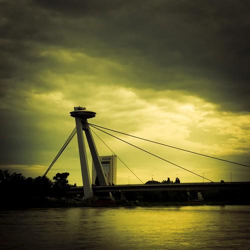 UFO over the Danube (Photo : Gilderic)