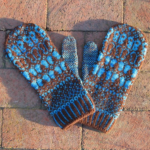 1274 Butterfly Mittens (backs)