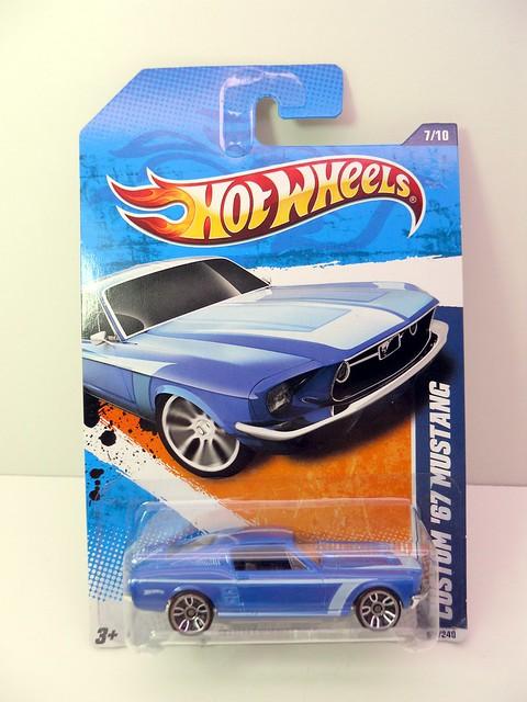 hot wheels custom '67 Mustang blue (1)
