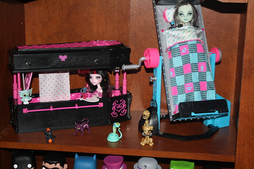 More Monster High dolls