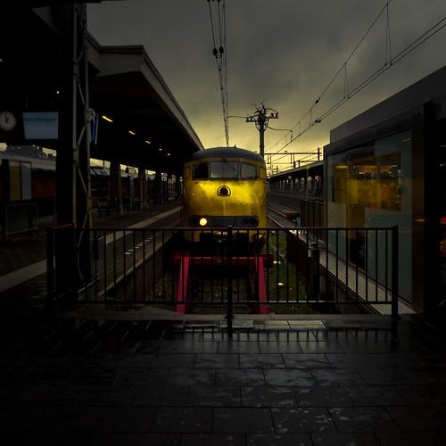 La Bête dort... (Gare de Maastricht) - Photo de Gilderic