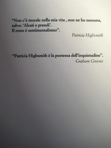 """Andrew Wilson, Il talento di Miss Highsmith. Alet 2010; progetto grafico: Marco Pennisi & C.; """"in copertina: Patricia Highsmith a vent'anni""""; q. di cop. (part.), 1"""