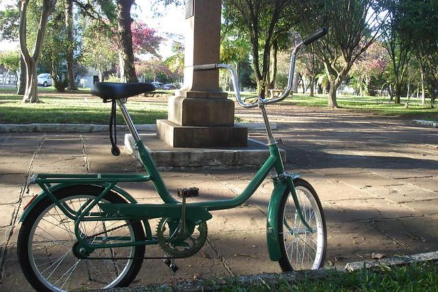 Passear de bicicleta na Praça da Bandeira em Santa Cruz do Sul