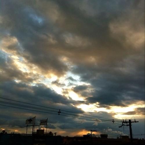 今日の初投稿は、これ! なんかドラマティックじゃない? #Osaka #sunset #evening
