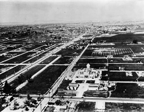 Compton, Angeles Abbey at center, 1928